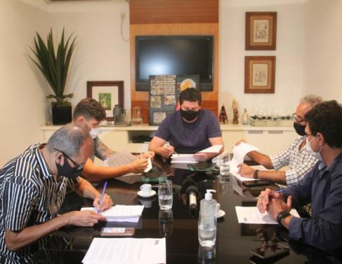 Reunião entre representantes dos candidatos e representantes do Grupo Folha