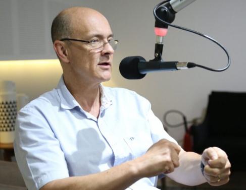 Médico infectologista Nélio Artiles