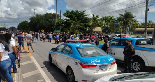 Manifestantes chegaram a fechar a BR 101