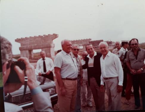 Andreazza, com Alair e Zezé Barbosa, em visita à obra da ponte