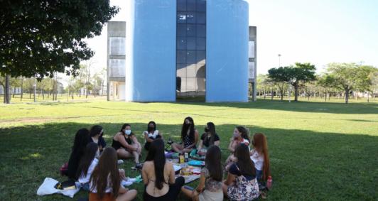 Uenf recebe a comunidade (Foto: Rodrigo Silveira)