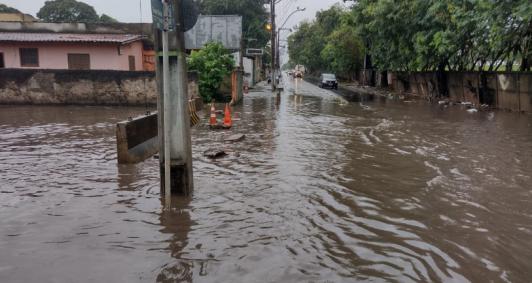 Av. Souza Mota alagada (Fotos: Rodrigo Silveira)