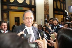Pezão vai pedir ajuda ao ministro Joaquim Levy. Foto: Genilson Pessanha