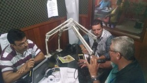 Em 2015, Neco e o então secretário Pedro Nilson nos estúdios da Barra, junto ao radialista Robson Almeida Reprodução / Facebook_Max Weber