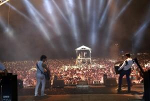 Show da dupla João Lucas e Marcelo leva multidão à  praia de Grussaí na noite de Réveillon / Foto: Secom