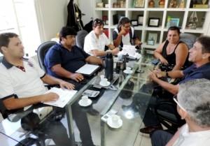 Vereadores e assessores conversam com representantes do sindicato. Reproducao/site Staecnon