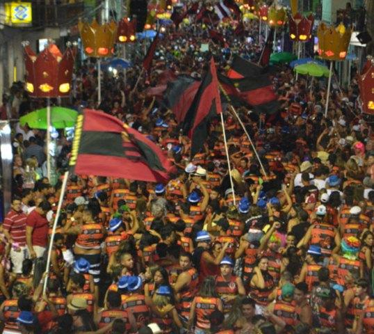 Bloco do Flamengo arrasta multidão Carnaval de SJB.