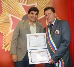 Alan e Neco, durante cerimônia na qual o prefeito foi homenageado pelo TRT. Foto: Paulo Pinheiro
