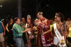"""Neco entrega chave da cidade ao Rei Momo, acompanhado da """"Corte da Folia"""", e abre oficialmente o Carnaval de SJB"""