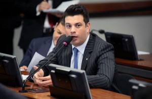 Líder do PMDB na Câmara, Leonardo Picciani apoia redução de ministérios