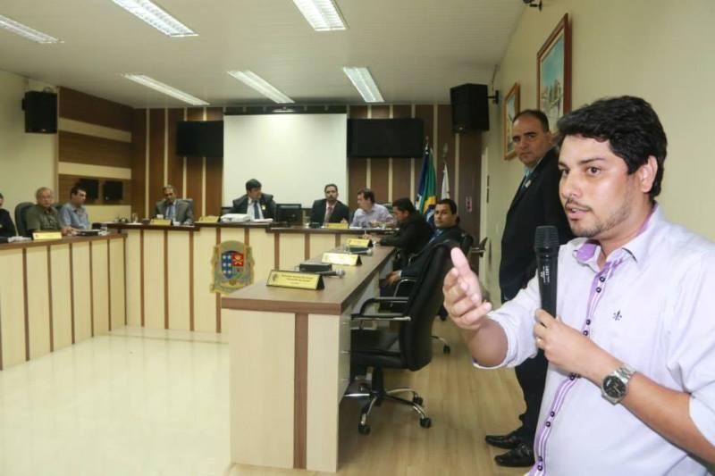 Secretário de Fazenda Edson Claudio durante a audiência pública para discussão da LOA 2015. Foto: Paulo Pinheiro
