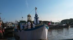 Imagem da Santa foi levada até o Pontal, de onde seguiu o cortejo pelo rio Paraíba.