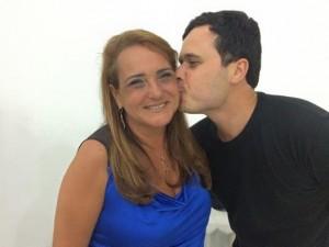 Em um desabafo no Facebook, André postou uma foto dele com a ex-prefeita Carla Machado. reprodução/Facebook