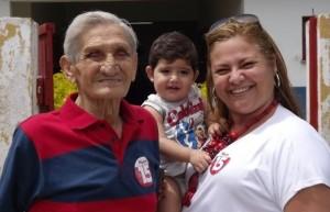 Ana Cristina com o pai na última eleição municipal. Foto: SJB Online