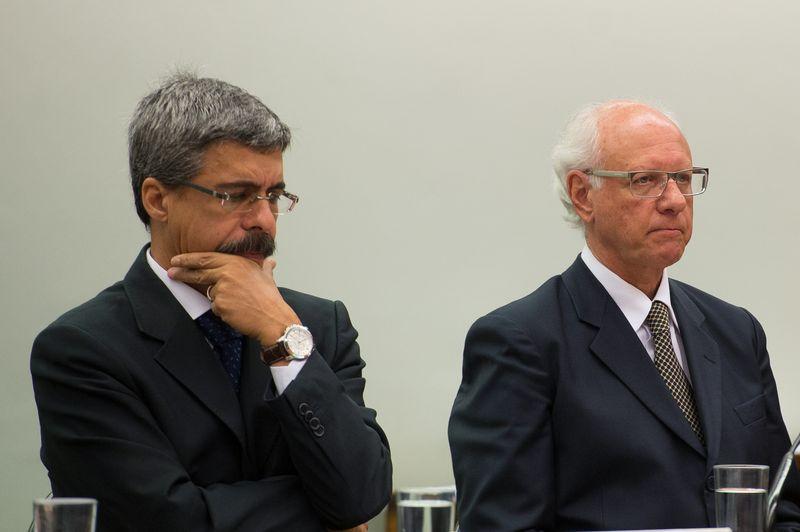 Vice-presidente da Engevix, Gerson Almada (à direita), preferiu ficar em silêncio na CPI da Petrobras. O relator da comissão, deputado Luiz Sérgio (à esquerda), pediu a dispensa do executivoMarcelo Camargo/Agência Brasil