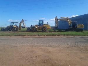 Maquinário já está no local onde a rodovia será construída. Foto: Mauriceia Teixeira/Facebook