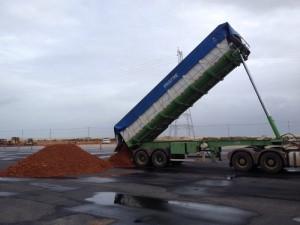 Caminhão com bauxita já descarregou no Terminal Multicargas