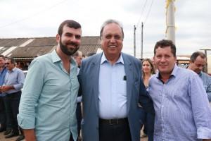 Pezão e Pedrinho Cherene foram ao encontro do prefeito Neco, na outra margem do rio Paraíba. Foto: Paulo Sérgio Pinheiro