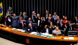 Deputados comemoram aprovação da PEC em 2º turno. Foto: Luis Macedo/Câmara dos Deputados