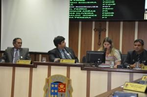Secretária de Educação prestou esclarecimentos na Câmara