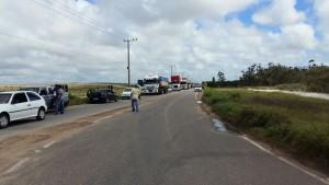 Filas de veículos fora formadas com o protesto. Foto: Jhonattan Reis