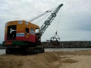 Desobstrução na Barra do Furado foi realizada ontem