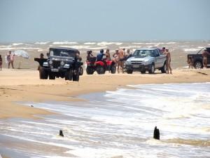 Carros trafegando na orla foram denunciados pela Folha esta semana. Foto: Secom/SJB