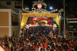 Em 2015, a mesma decoração foi usada em tons de amarelo e vermelho. Desta vez, a cor usada pela oposição sanjoanense ficou longe da Avenida. Foto: Paulo Pinheiro/ Reprodução do Facebook