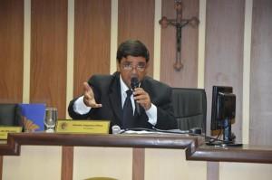 Aluizio defende legalidade do documento e diz que ato está sendo cumprido