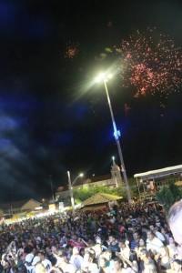 Público na praça durante a festa de 2015