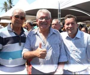 Cláudio (à esquerda), com o ex-secretário de Agricultura e o prefeito Neco
