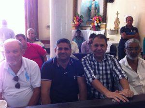 Betinho e Franquis na missa do dia da cidade. Eles são vistos juntos pelo município em muitas oportunidades (Foto: Facebook)