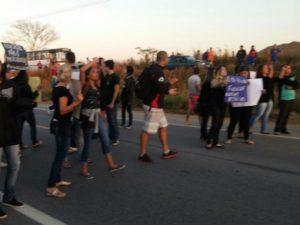 Manifestação fechou a BR 356 (Divulgação)