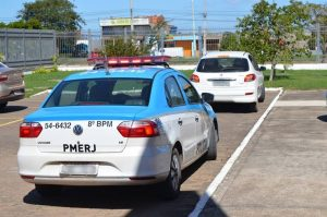 Carro dos agentes de pesquisa foi levado para o Fórum de SFI (Foto: Vnotícia)