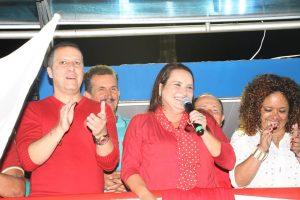 No comício em Degredo, Carla recebeu a deputada estadual Enfermeira Rejane