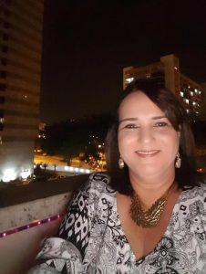 Carla publicou foto em seu perfil no Facebook (Reprodução)