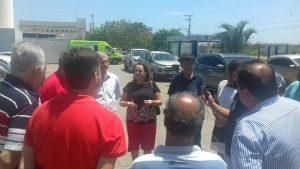 Vereadores eleitos no palanque de Carla a acompanharam na visita (Foto: Luciano Chambinho)