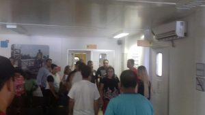 Carla e sua equipe em visita ao Centro de Emergência (Foto: Luciano Chambinho)