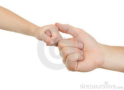 adulto-e-criança-da-mão-22034751