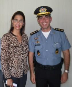 Lili Bustilho e ten-cel Eduardo Castellanos, comandante do 36º BPM- Pádua