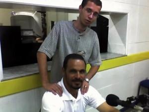 Thiago Andrade em seus primeiros dias de gerente da Rádio Itaperuna( continua até hoje) e o ex-jogador de futebol Alexandre Guerreiro.