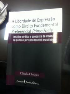 Imprescindível para advogados, leigos e principalmente, jornalistas. Livro escrito pelo Prof. Cláudio Chquer