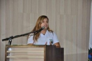 Amanda Cardoso discursando no Parlamento Mirim
