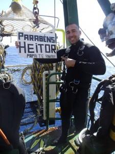 Wilton Strong Campelo, preparando- se para mergulhar e homenagear o filho Heitor.