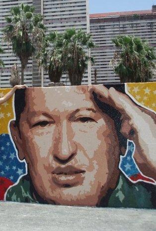 Muro em Caracas, com propaganda chavista