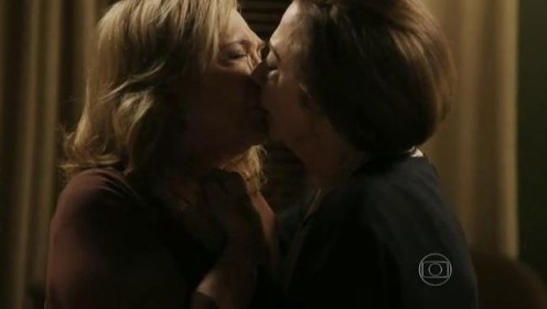 Babilônia - beijo gay