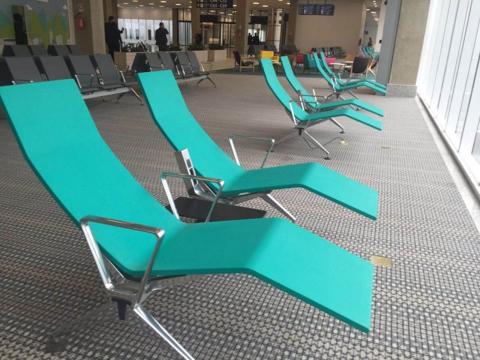 Aeroporto do Galeão - novo píer (6) - espreguiçadeira-2