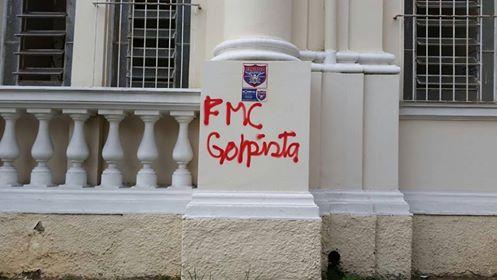 Faculdade de Medicina - homenagem a Bolsonaro - muro pichado