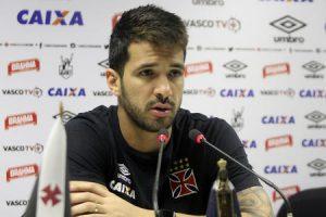 Luan, na entrevista coletiva após o treino de hoje (foto: Paulo Fernandes/Vasco.com.br)