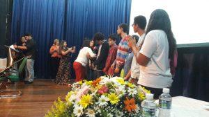 Momento em que os participantes receberam medalhas (foto: Paula Vigneron)